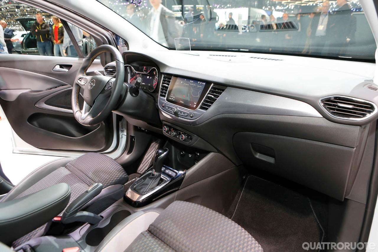 Opel crossland x 2017 foto live foto e immagini for Interieur opel grandland x