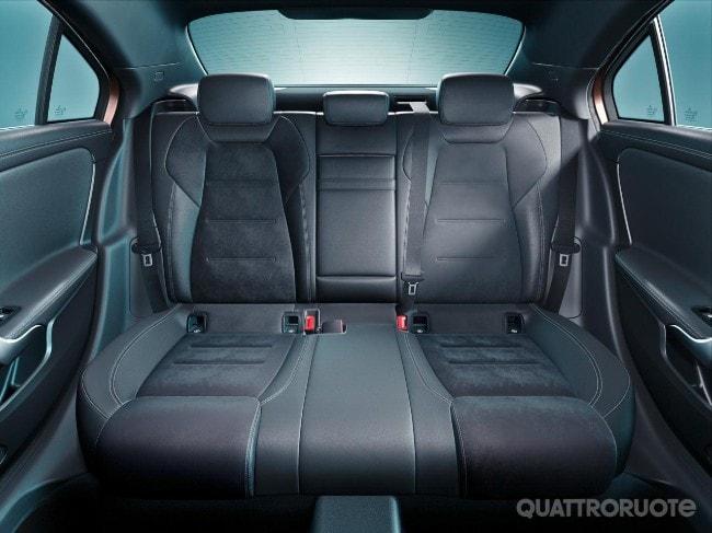 2018-Mercedes-Classe-A-L-sedan-23.jpg