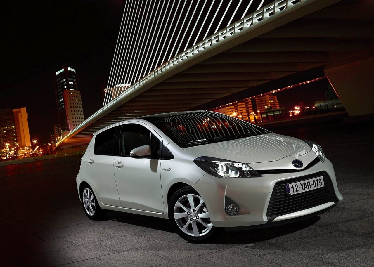 toyota yaris hybrid 2013 foto e immagini esclusive. Black Bedroom Furniture Sets. Home Design Ideas