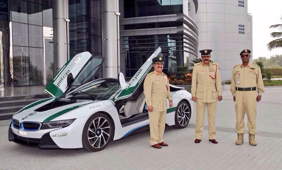"""Dubai - La polizia """"arruola"""" anche la BMW i8"""