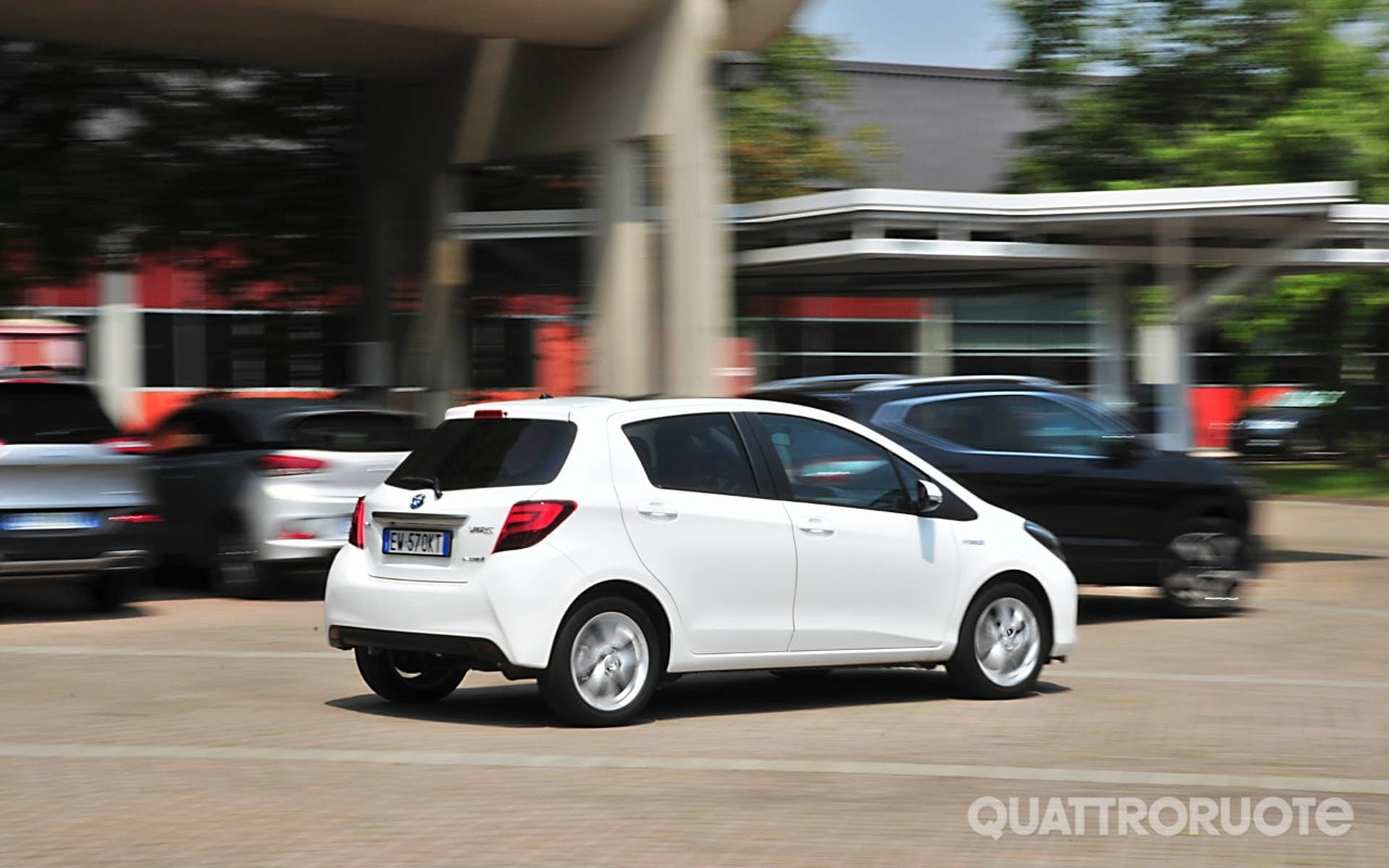 toyota yaris hybrid - consumi e opinioni della 1.5 - quattroruote.it