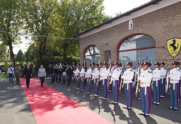"""Asta beneficaRenzi: """"Una Ferrari per le vittime del sisma"""""""