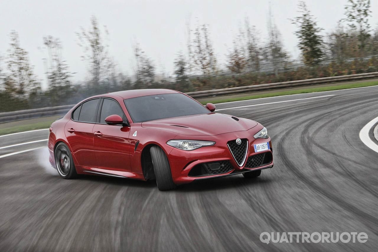 Alfa RomeoNuovo record al Ring per la Giulia Quadrifoglio - VIDEO