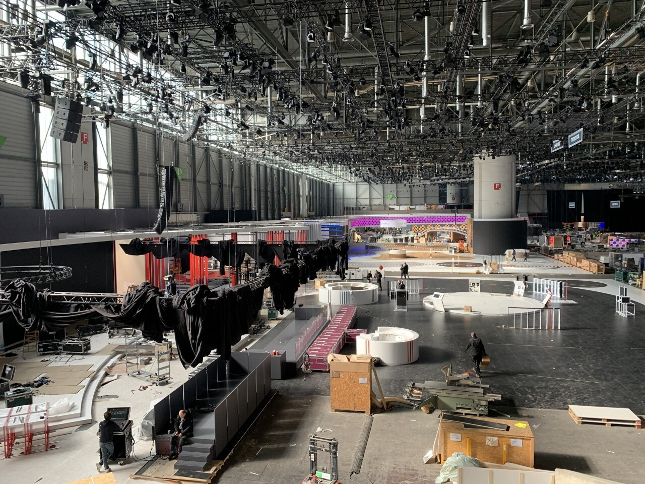 2020 - [Suisse] Le salon de Genève qui n'a pas eu lieu... - Page 5 2020-salone-ginevra-stand-vuoti-01