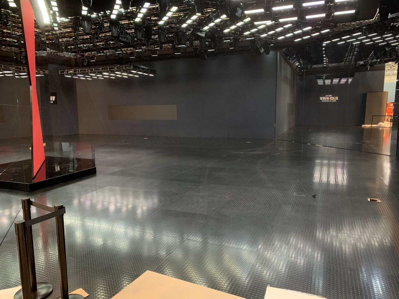 2020 - [Suisse] Le salon de Genève qui n'a pas eu lieu... - Page 5 2020-salone-ginevra-stand-vuoti-46