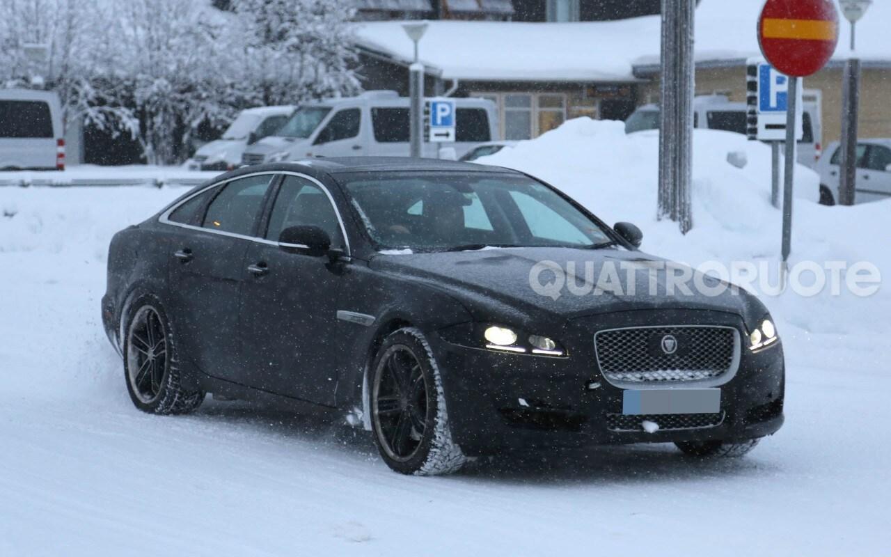 Jaguar XJ - Ritocchi al frontale e sistemi aggiornati