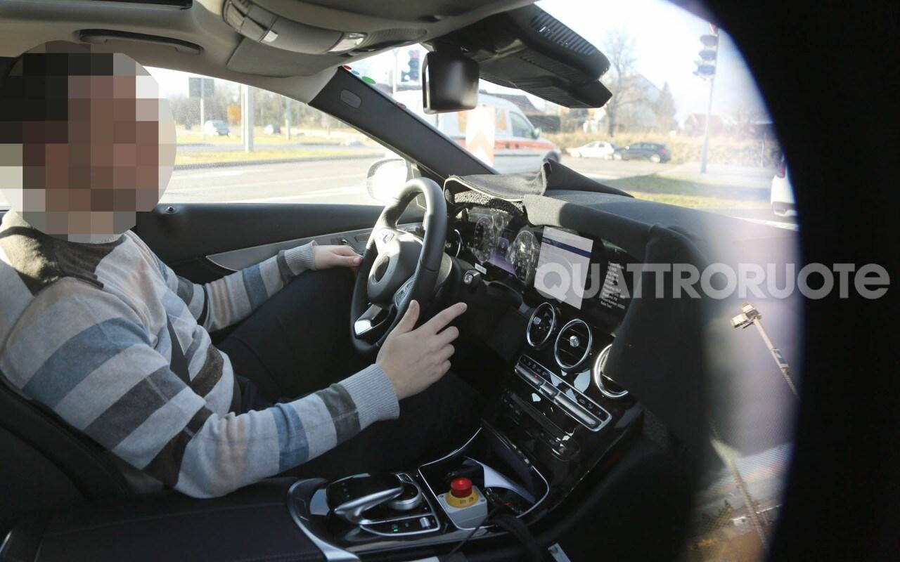 Mercedes benz classe c le prime immagini della plancia for Prime mercedes benz of westwood