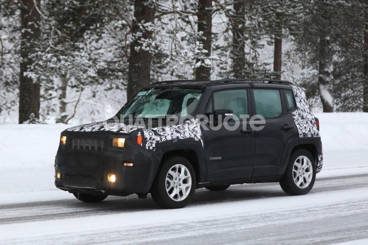 jeep renegade la versione facelift avvistata su strada. Black Bedroom Furniture Sets. Home Design Ideas