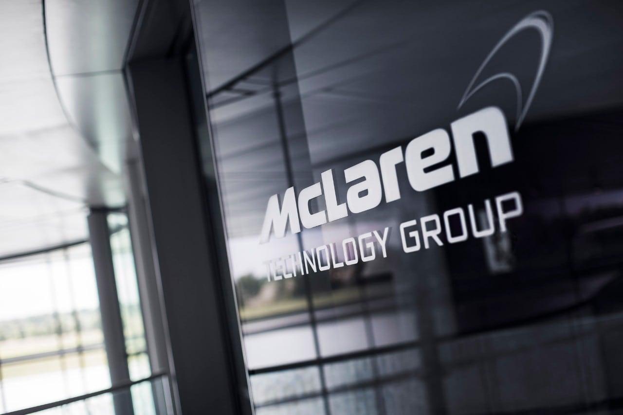 Apple-McLarenLa Mela tratta l'acquisizione della holding inglese