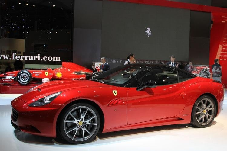 Ferrari California - A PARIGI IN VERSIONE ECOLOGICA ...