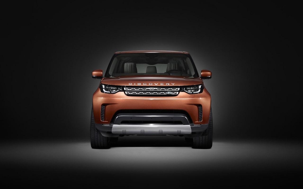 Land Rover DiscoveryPrimo teaser in attesa di Parigi