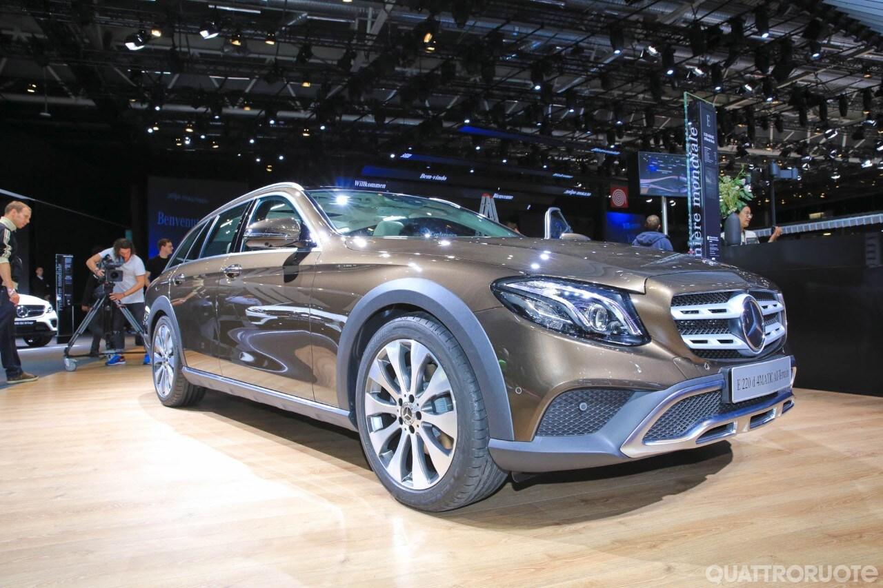 Mercedes benz classe e alza le ruote con la all terrain for Mercedes benz alexandria la