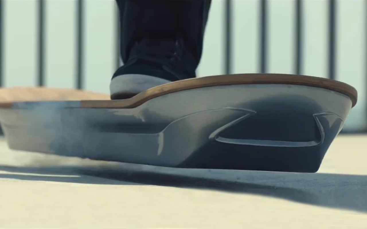 lexus hoverboard ultimi test per lo skate a levitazione magnetica video. Black Bedroom Furniture Sets. Home Design Ideas