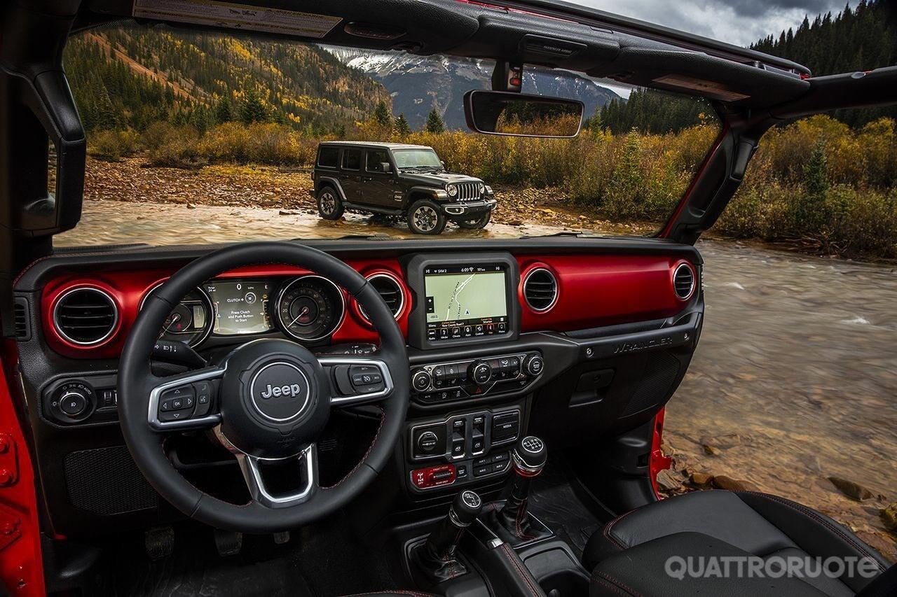 2017-Jeep-Wrangler-interni-2
