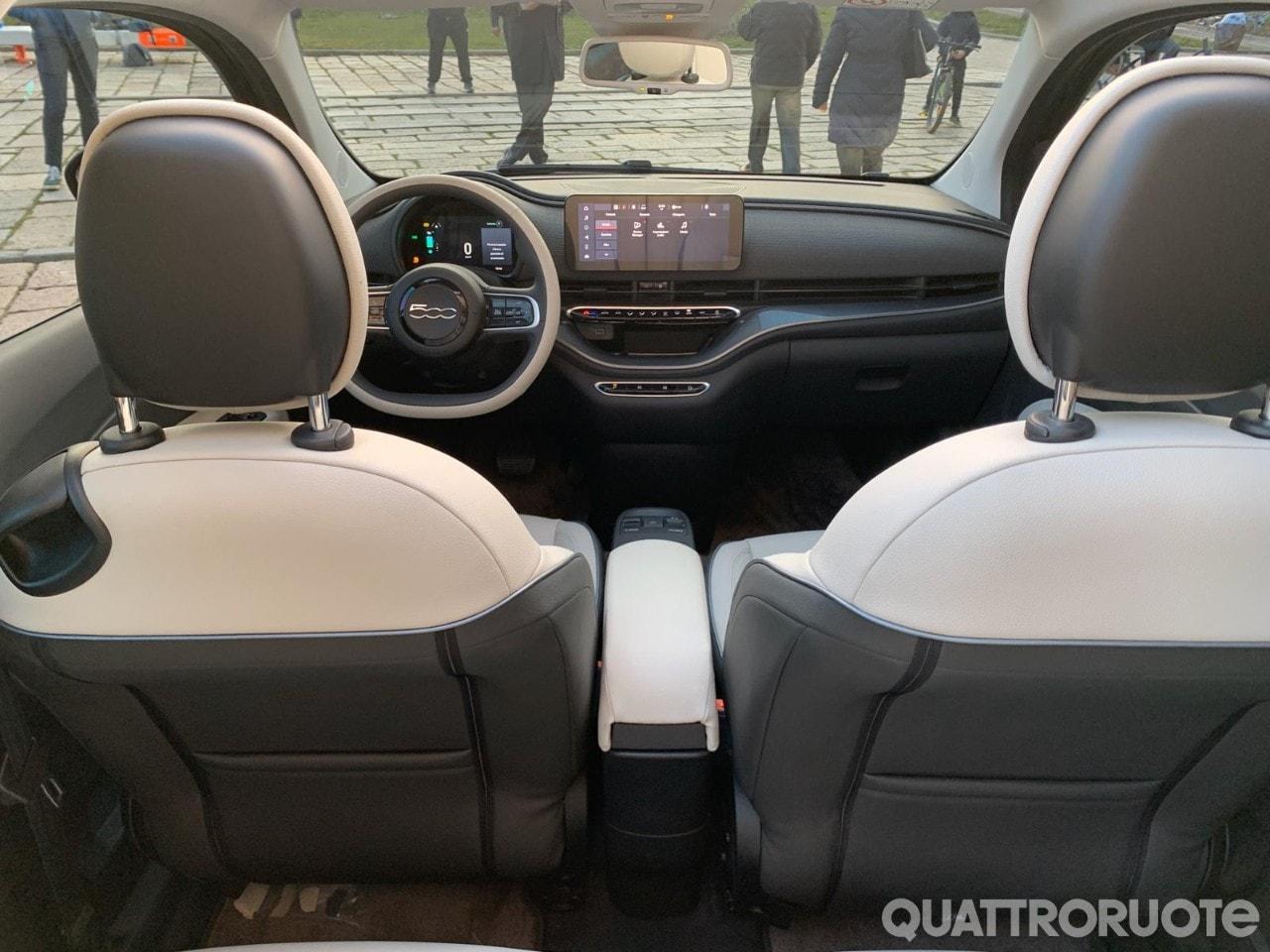 Fiat 500e (2020) 32