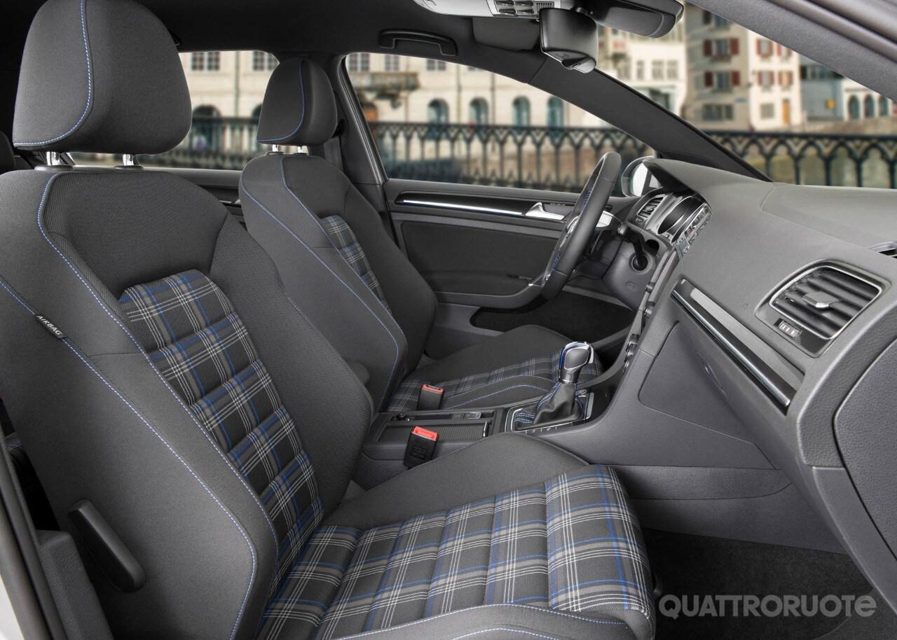 Volkswagen golf gte primo contatto e opinioni al volante dell ibrida plug in tedesca quattroruote it