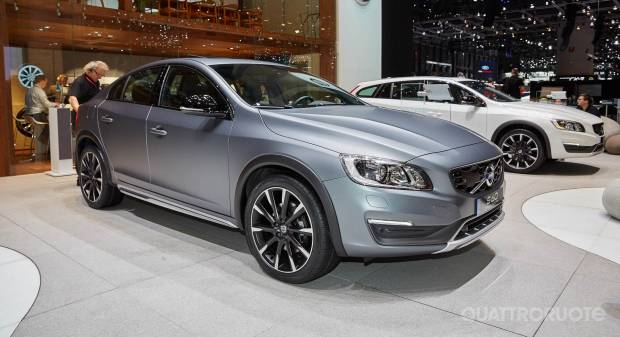 Volvo S60 Cross Country (live Ginevra 2015)