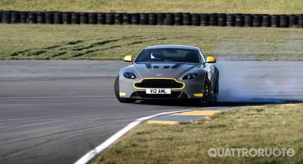 Aston Martin V12 Vantage S (2016)