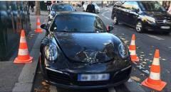 Parigi Porsche in sosta vietata: gli artificieri la fanno esplodere
