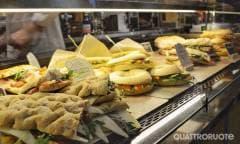 Si amplia l'offerta di panini e insalate