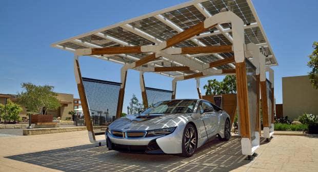 BMW, la tettoia solare per i3 e i8 sul mercato nel 2016