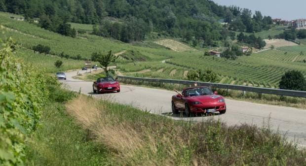 Mazda 150 MX-5 a raduno nelle Langhe