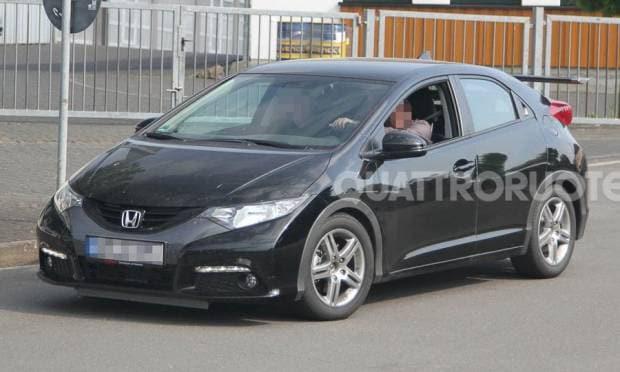Honda Civic Foto spia di uno strano muletto