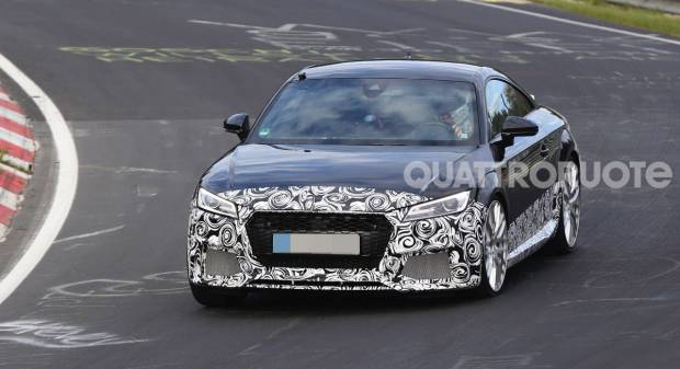 Audi TT RS Test in pista per la sportiva dei Quattro Anelli - VIDEO