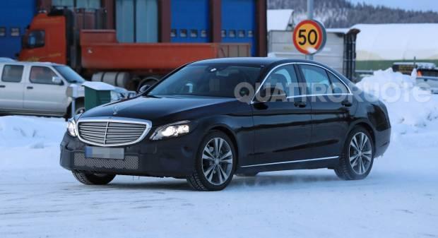 Mercedes Classe C A fine anno con i nuovi fari Led posteriori