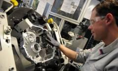 Riorganizza la produzione di componentistica in Europa
