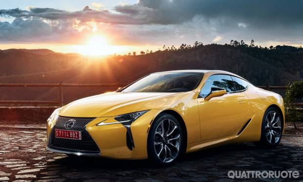 La Coupé diventa Yellow Edition