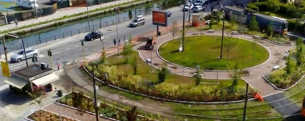 Piazza Negrelli-Lodovico il Moro Capolinea con parcheggio