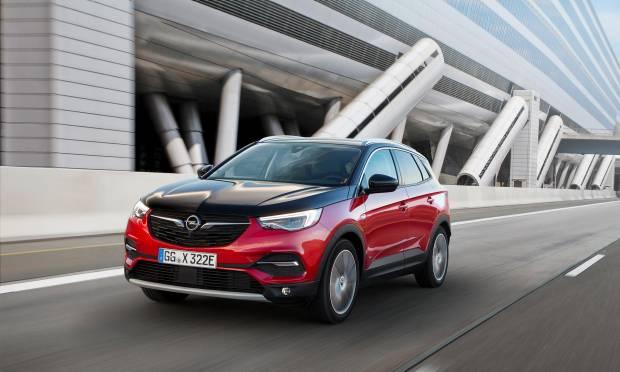 Opel Debutta in Italia con il noleggio la Grandland X Hybrid4 AWD