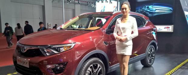 Pininfarina Al Salone di Shanghai firma lo stile della SEM DX7
