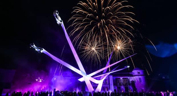 BMW A Goodwood la scultura per i 100 anni di storia