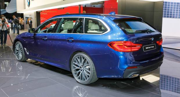 BMW A Ginevra con la Serie 5 Touring e il restyling della Serie 4 - VIDEO
