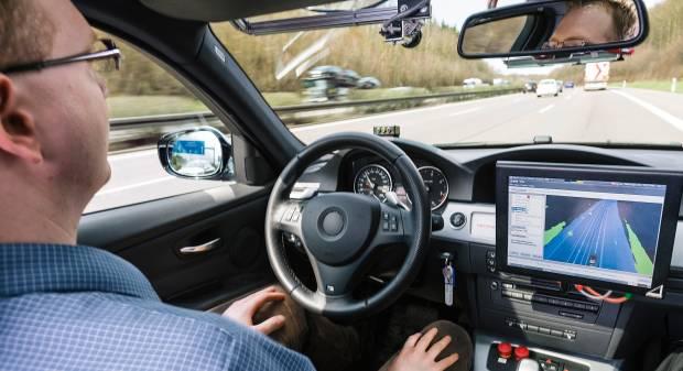 Internet of things e guida autonoma: l'auto sul palco di Las Vegas [video]