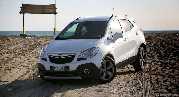 opel mokka renault captur prova e opinioni urban suv a confronto. Black Bedroom Furniture Sets. Home Design Ideas