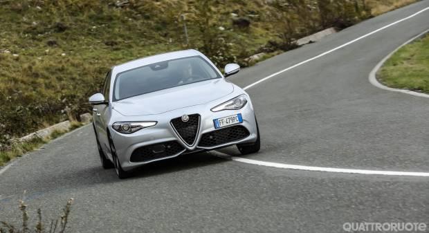 Al volante della nuova Giulia Veloce da 280 CV - VIDEO