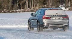 Nuova Volvo V90 Al volante della Cross Country D5 AWD Geartronic