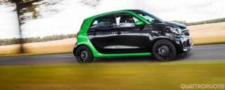 Smart Al volante della forfour electric drive