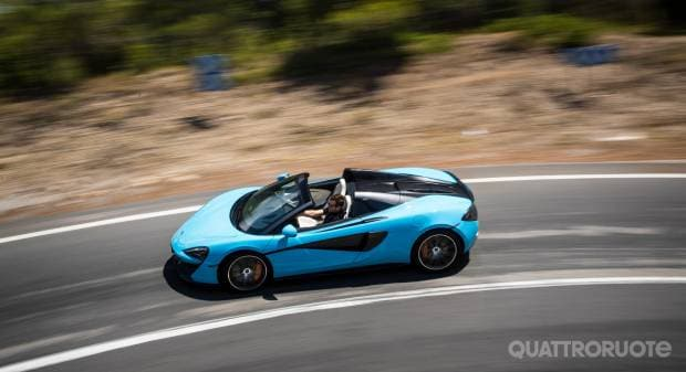 McLaren 570S Al volante della Spider - VIDEO