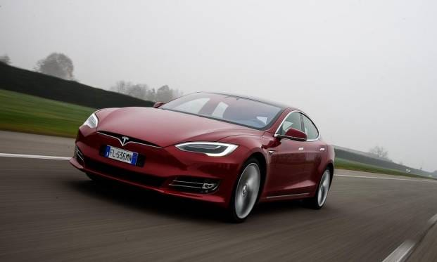 Tesla Model S, tra mito e realtà - VIDEO