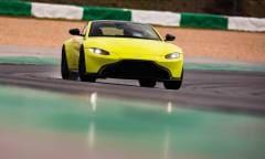 In pista con la V8 Vantage