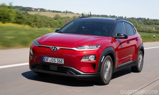Hyundai Kona Electric Al volante della versione long range da 64 kWh - VIDEO