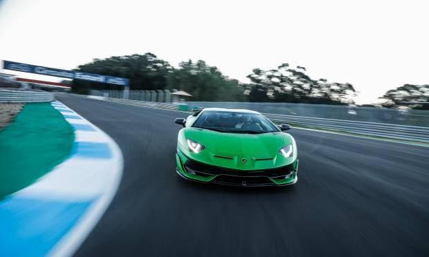Lamborghini Aventador Tra i cordoli dell'Estoril con la SVJ