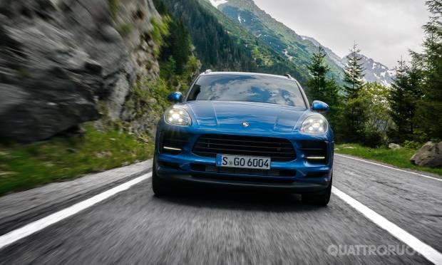 Al volante della 2.0 e della 3.0 Turbo S
