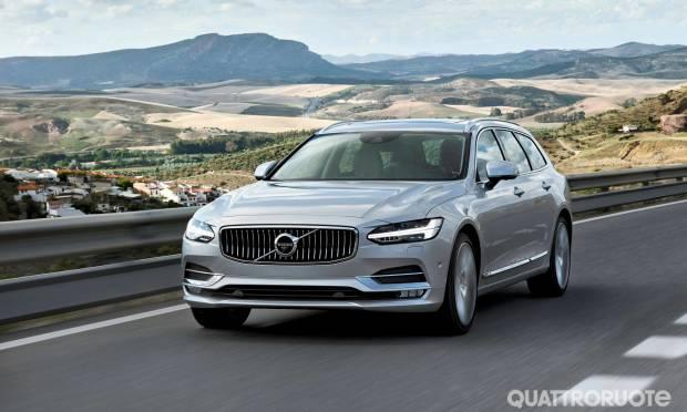 Q Hybrid Al volante della Volvo V90 ibrida plug-in