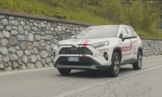 Toyota Rav4 Hybrid Stress test sulle scalate del Giro d'Italia - VIDEO
