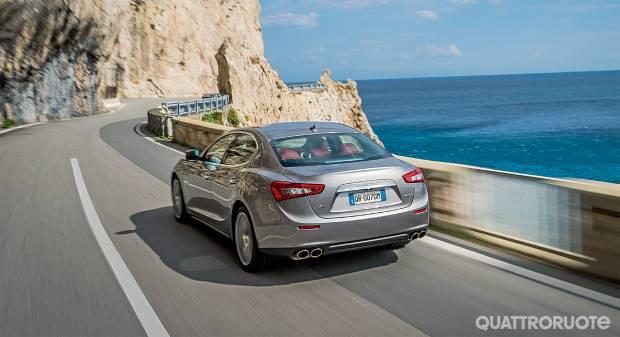 Maserati Ghibli Su strada con la berlina integrale - VIDEO